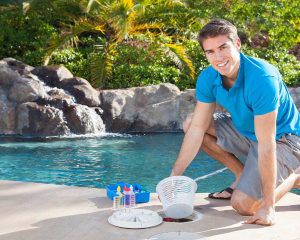 Four Advantages of a Professional Pool Cleaning Service