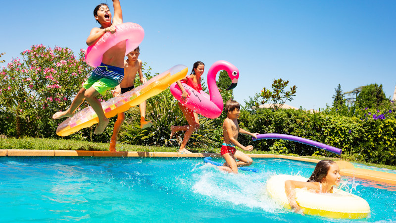 Benefits of Working with Swimming Pool Builders